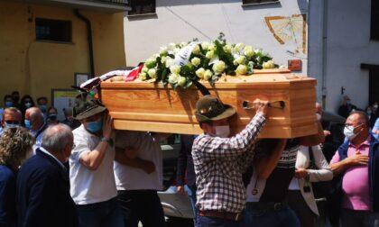L'ultimo saluto a Diego Davico, il 43 enne morto per un malore improvviso durante una gita a Santa Elisabetta