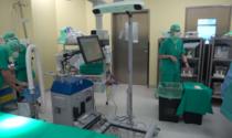 A Torino un robot ha eseguito un impianto di protesi: è la prima volta in Italia