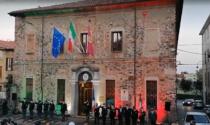 Il Tricolore a illuminare il Commissariato per la Festa della Repubblica