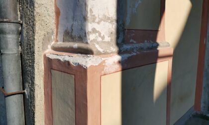 Vandali a Chiaverano danneggiate anche le tegole dell'abitazione del parroco