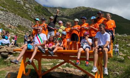 Panchina Gigante inaugurata ad Andrate per accogliere i turisti