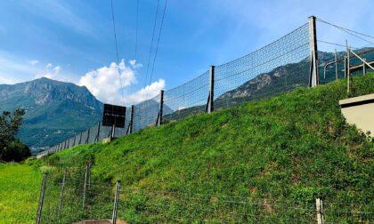 Vallo contenitivo a protezione dell'autostrada dove incombe la frana
