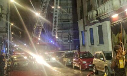 Tre persone intossicate per colpa di un incendio in alloggio
