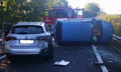 Incidente sulla 460, scontro tra 3 auto