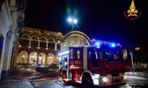 Incendio alla palazzina in via Carlo Felice, operazioni proseguite tutta la notte